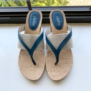 Rialto Thong Wedged Sandals Size 9